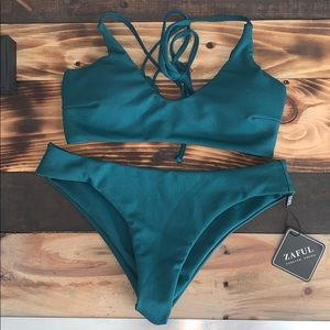 Simple cute bikini set.